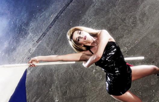 Не девушка, а «ВИА Гра»: 10 самых горячих образов Эрики Герцег